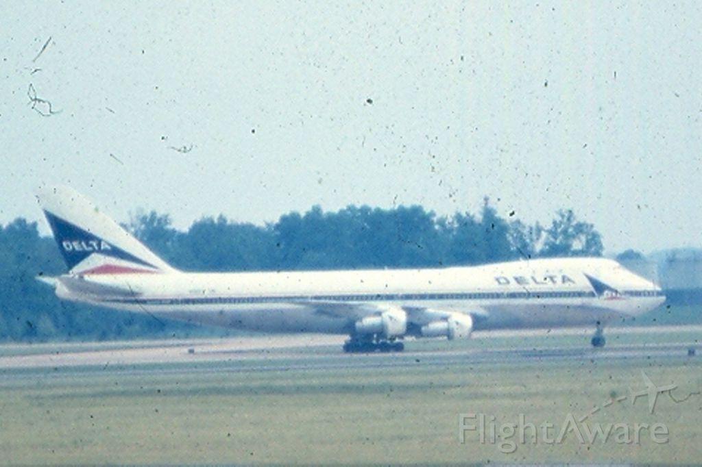 BOEING 747-100 — - Delta Boeing 747 taxiing at KIAD, circa 1965-68