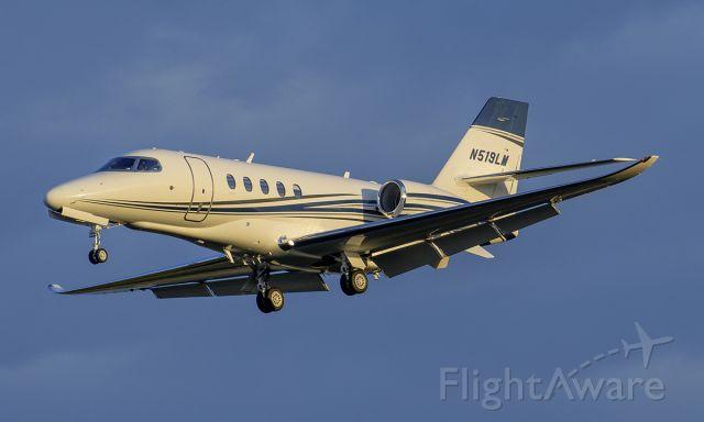 Cessna Citation Sovereign (N519LM) - Runway 20R arrival @KDPA.