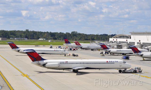 McDonnell Douglas DC-9-50 (N761NC) - Delta McDonnell Douglas DC-9-51 N761NC in Detroit
