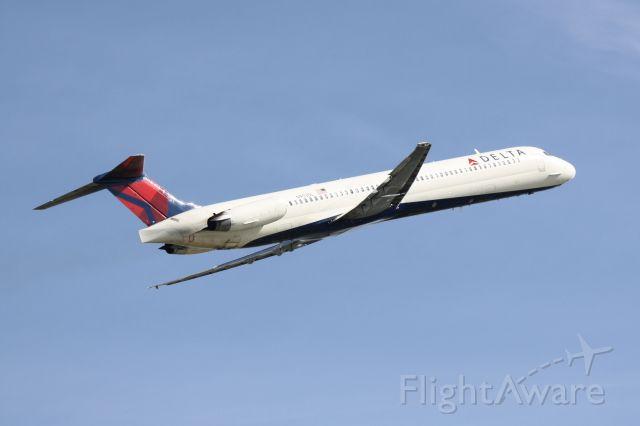 McDonnell Douglas MD-88 (N953DL) - Delta Flight 2298 (N953DL) departs Sarasota-Bradenton International Airport enroute to Hartsfield-Jackson Atlanta International Airport