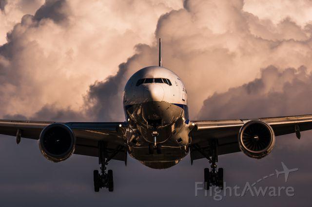 Boeing 777-200 (JA8967)