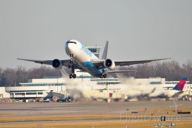 BOEING 767-300 (N1327A) - RUNWAY 27 12-07-19