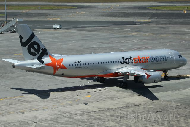 Airbus A320 (VH-VGY) - Taxiing.