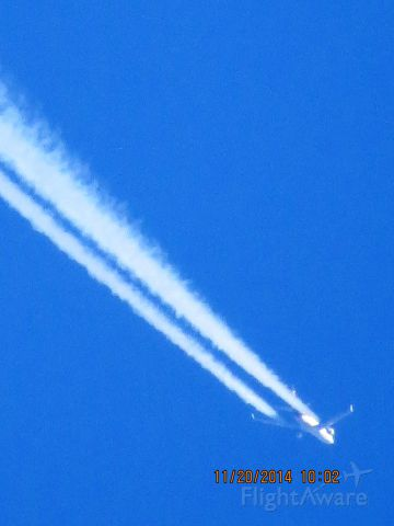 Boeing MD-11 (N285UP) - Pretty sure the middle engine isnt running in these pictures. No contrail down the middle. UPS flight 2909 from ONT to SDF over Southeastern Kansas at 39,000 feet.