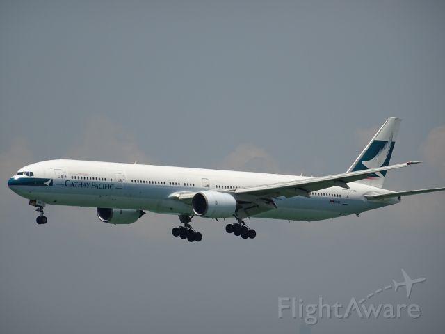 BOEING 777-300 (B-HNH)