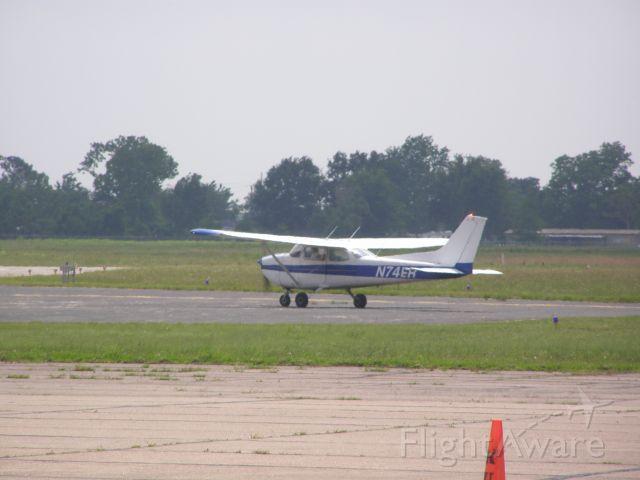 Cessna Skyhawk (N74ER)