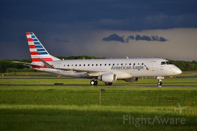 Embraer 170/175 (N238NN)