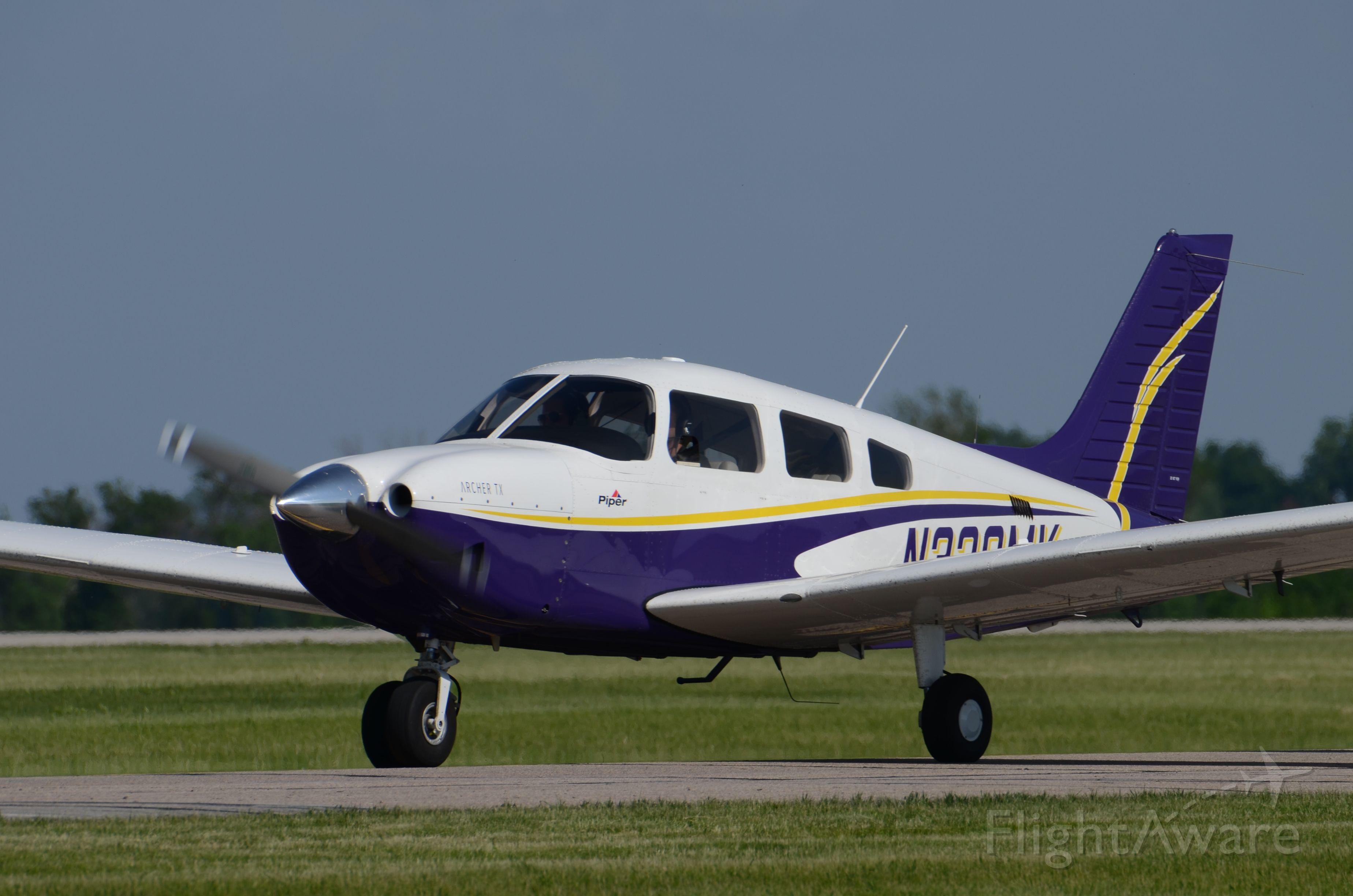 Piper Cherokee (N338MK)
