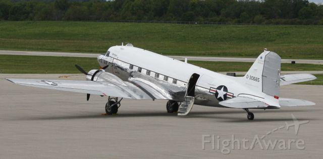 Douglas DC-3 (N47E)