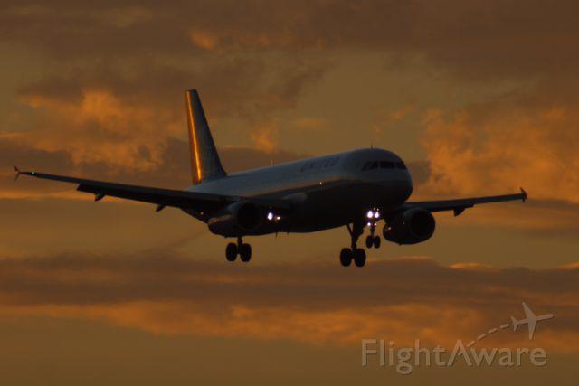 Airbus A320 (N458UA)