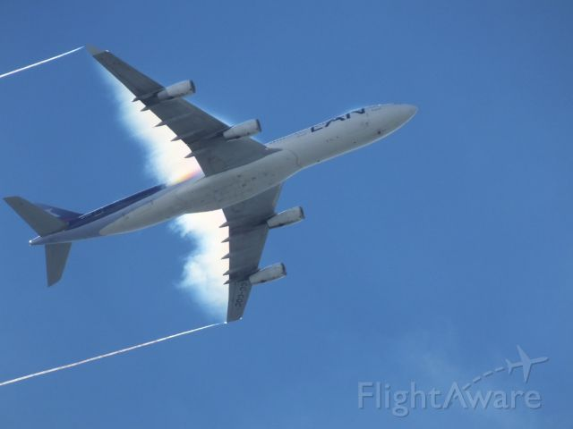 Airbus A340-300 (CC-CQC) - Flight LAN800 from Sydney to Auckland, approaching One Tree Hill in Auckland on 2 Feb 2014.