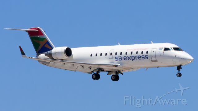 Canadair Regional Jet CRJ-200 (ZS-NMD) - Short Final to RWY 26