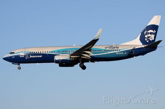 Boeing 737-800 (N512AS)