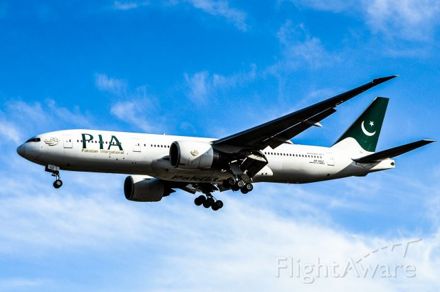 Boeing 777 (AP-BGZ) - PIA on short final for Runway 05 at Toronto Pearson Airport