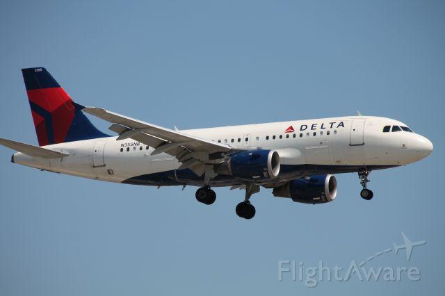 Airbus A319 (N355NB)