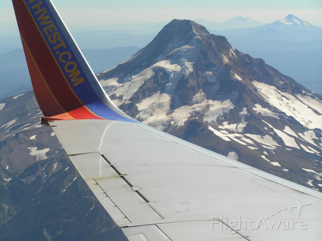 Boeing 737-500 — - Approaching PDX, view of Mt. Hood and several other Cascades volcanoes to the south