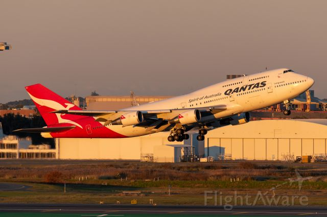 Boeing 747-400 (VH-OEJ) - The final departure of a Qantas 747 from Brisbane.