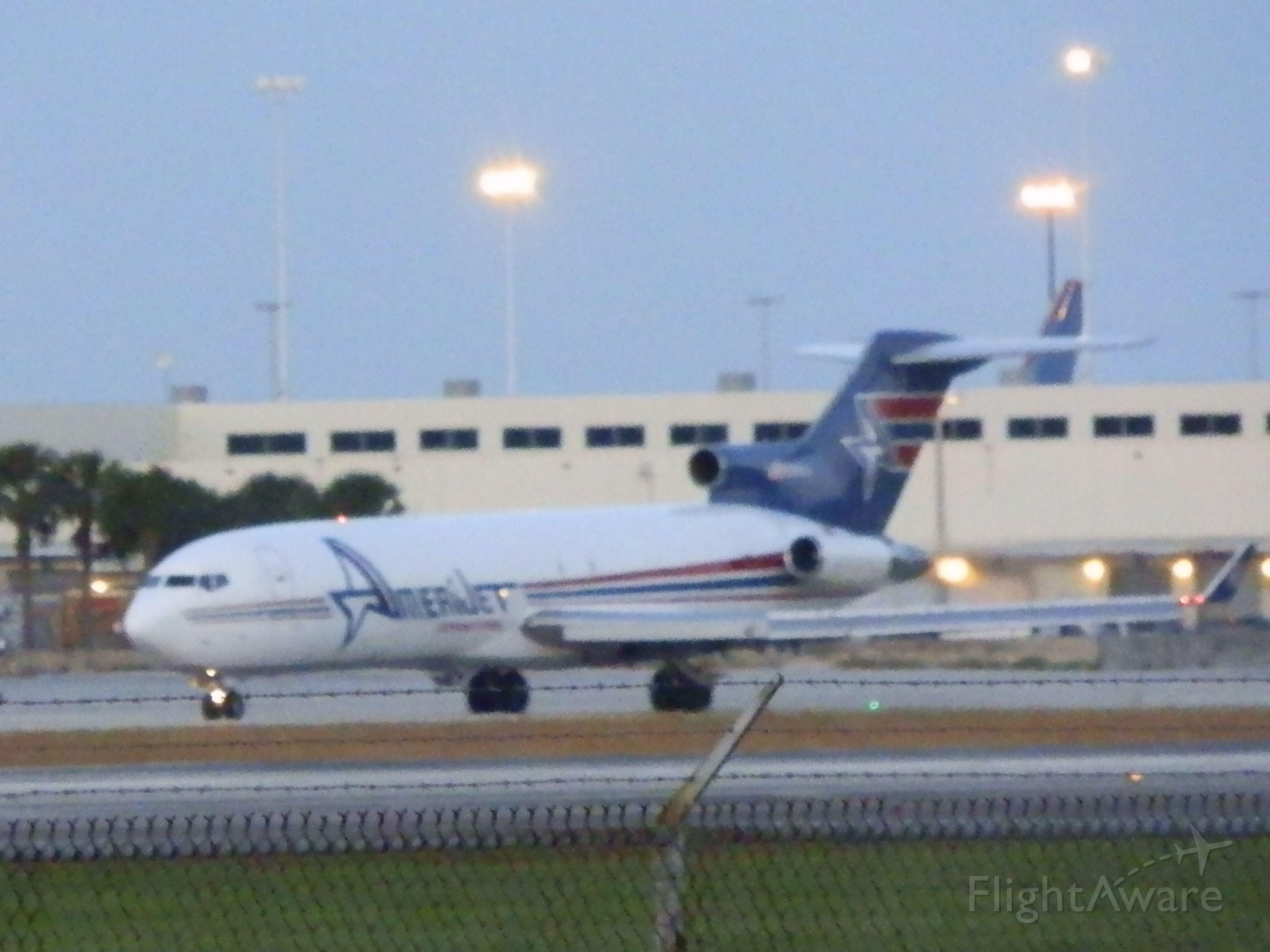 BOEING 727-200 (N395AJ)