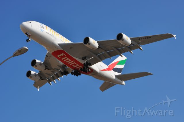Airbus A380-800 (A6-EED) - Landing in Beijing