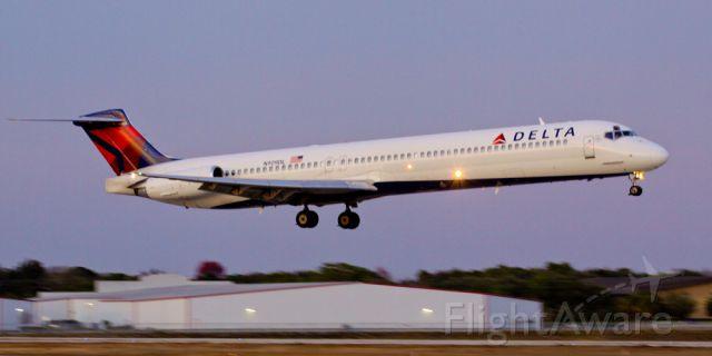 McDonnell Douglas MD-88 (N909DL)