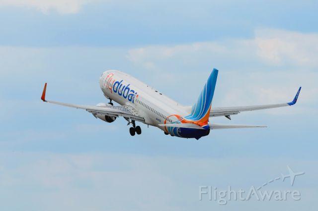 Boeing 737-800 (A6-FER)