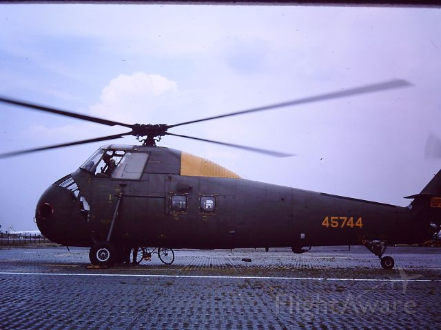 — — - TAN SON NHUT AIR BASE, SAIGON, VIETNAM 1966 Sikorsky H-34 Choctaw being operated by the South Vietnamese