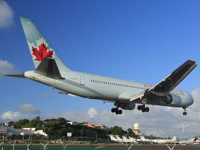 BOEING 767-300 (C-FMWV)
