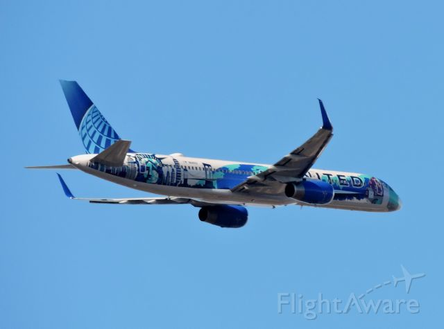 """Boeing 757-200 (N14102) - The United """"Her Art Here - New York/New Jersey"""" livery minutes before landing, winter 2019."""