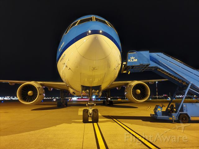 Boeing 777-200 (PH-BQA) - Parked at Hangar 14, engineering & maintenance EHAM Schiphol airport.