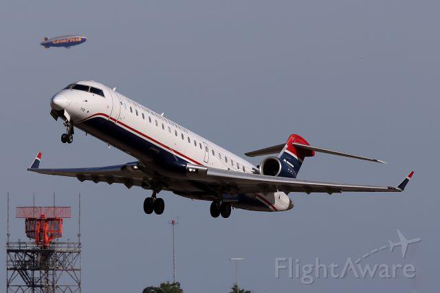 Canadair Regional Jet CRJ-700 (N712PS)
