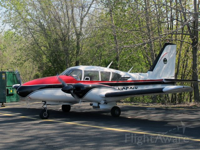 Piper Apache (N6521Y) - A very nice aircraft!