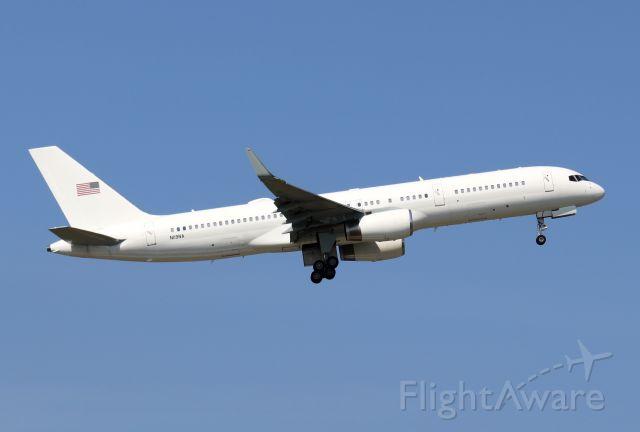 Boeing 757-200 (N119NA)