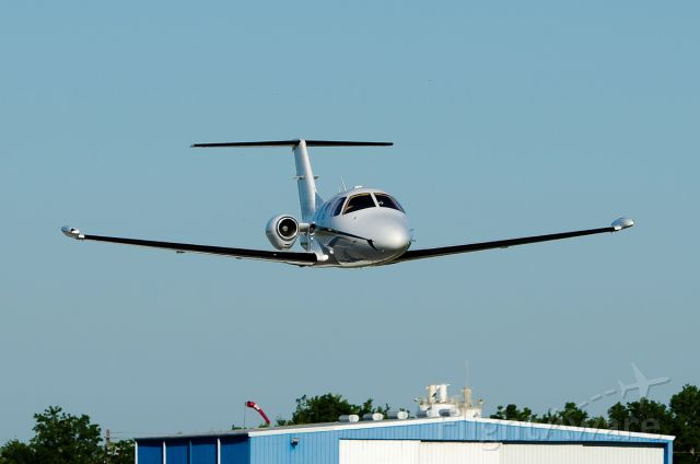 Eclipse 500 (FWR21) - Flyby photo by: Blair McFarlain