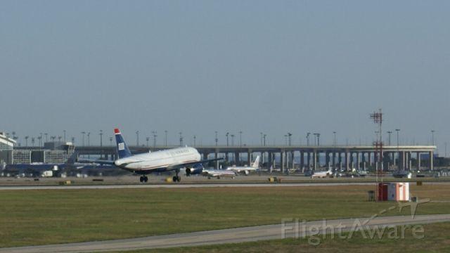 Airbus A320 — - U.S. Airways A320 landing at KDFW.