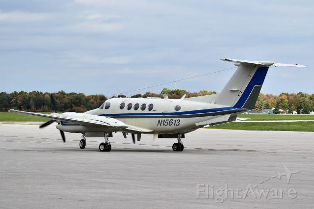 Beechcraft Super King Air 300 (N15613)