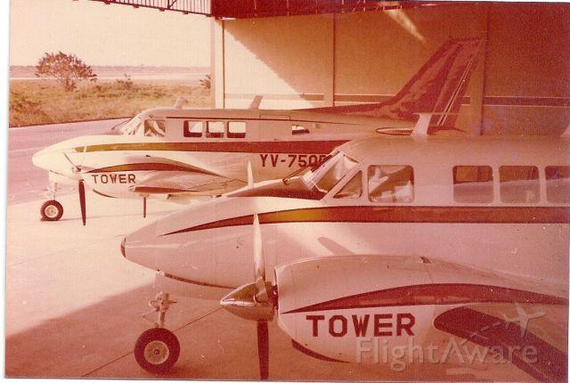 Beechcraft Queen Air (65) —