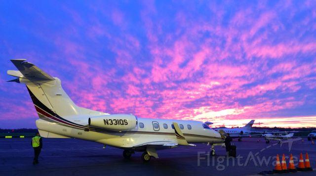 Embraer Phenom 300 (N331QS)