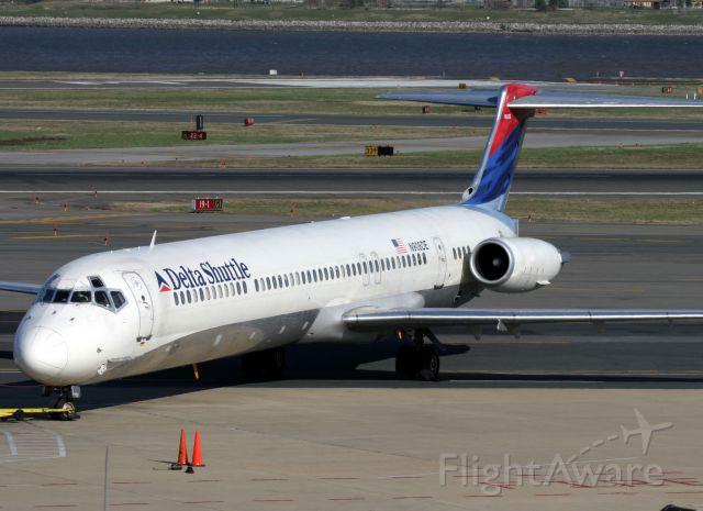 McDonnell Douglas MD-90 (N908DE)