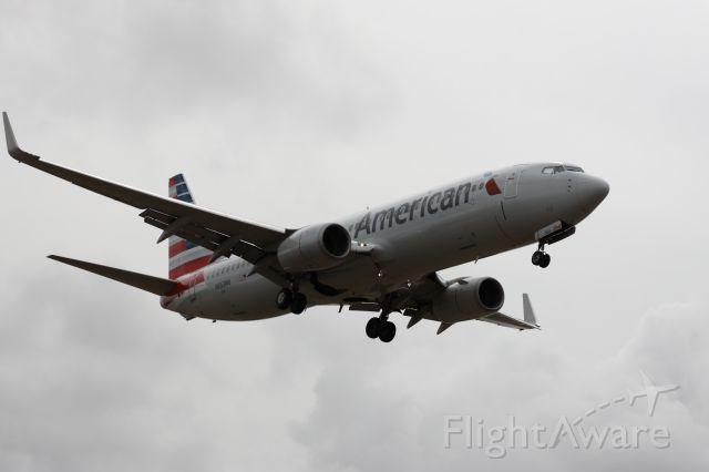 Boeing 737-800 (N863NN)