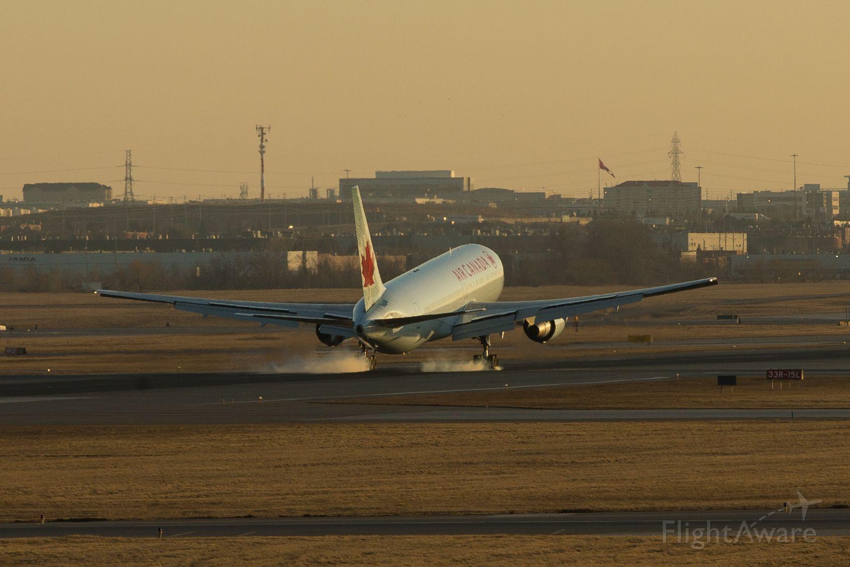 BOEING 777-300 —