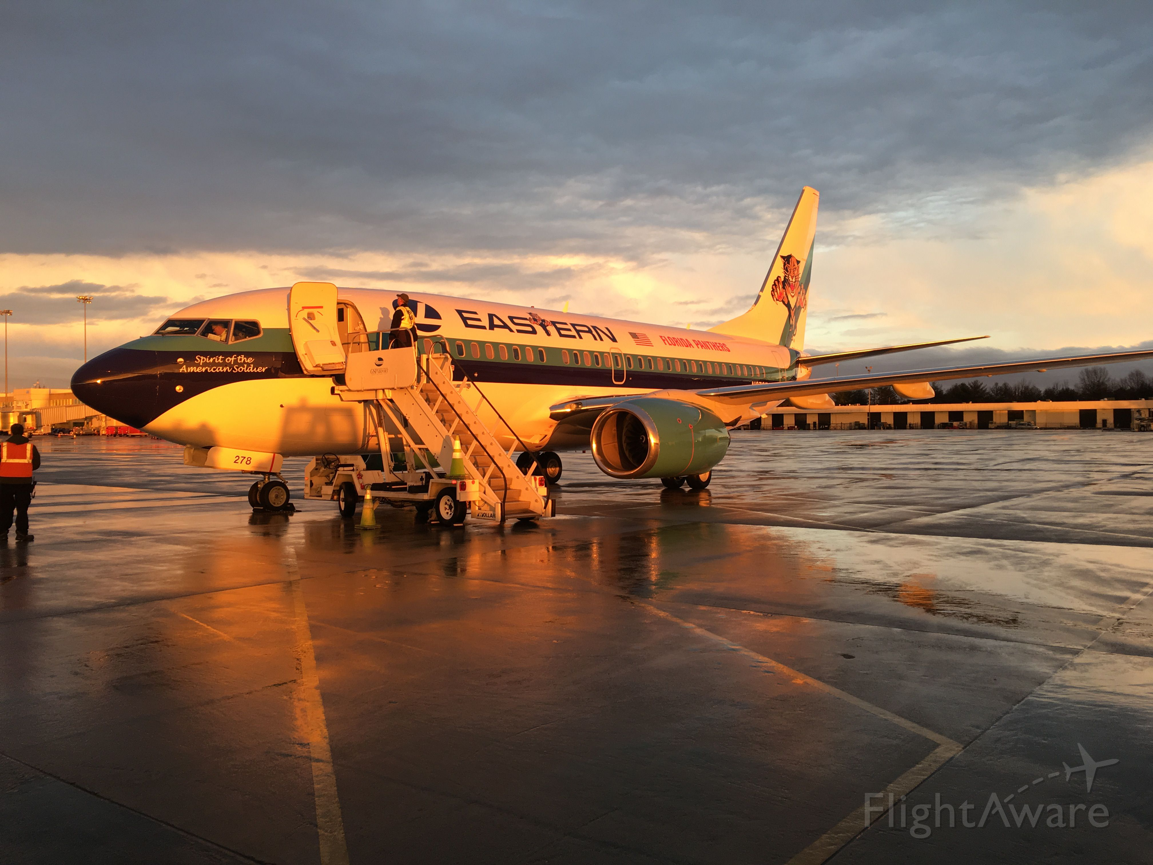 Boeing 737-700 (N278EA) - Beautiful light as the sun was setting on this rare bird!