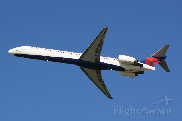 McDonnell Douglas MD-90 (N938DN) - Delta Flight 1572 (N938DN) departs Tampa International Airport enroute to Hartsfield-Jackson Atlanta International Airport
