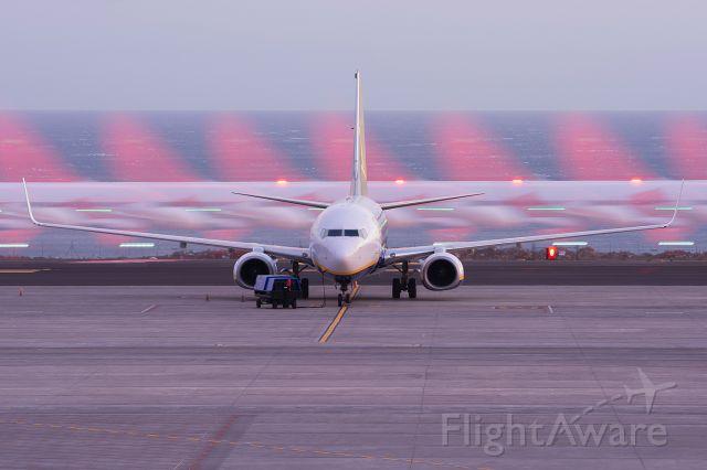 Boeing 737-800 (EI-EKA)
