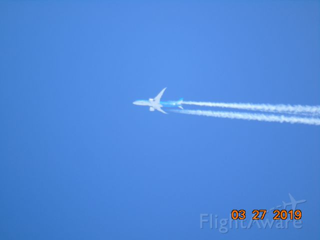 — — - Photo prise aujourd'hui:27/03/2019 de ma verrière avec mon Sony dsc h400 on voit des lettres sur cette avion( de quel type est cette avion Merci à l'avance