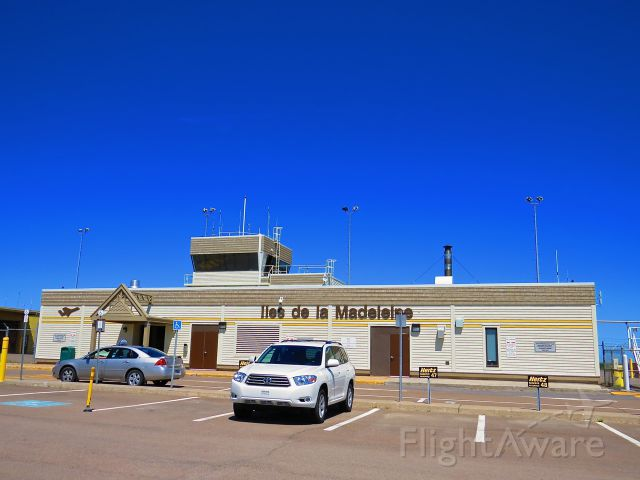 — — - Iles de la Madeleine Airport