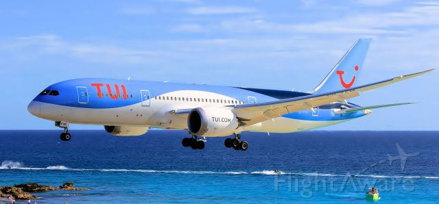 Boeing 787-8 (PH-TFM) - TUI dream liner over maho beach at St Maarten.br /24-07-2016