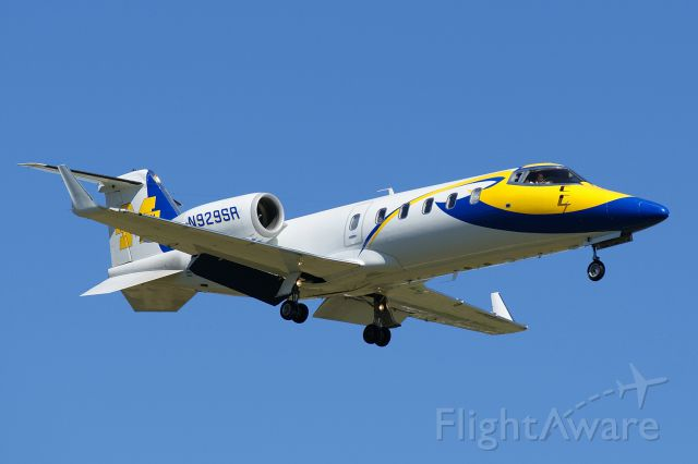 Learjet 60 (N929SR) - 12R approach