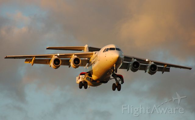 British Aerospace BAe-146-200 (VH-NJG) - Late afternoon arrival on short final for Rwy 23, Adelaide, South Australia, September 4, 2008.