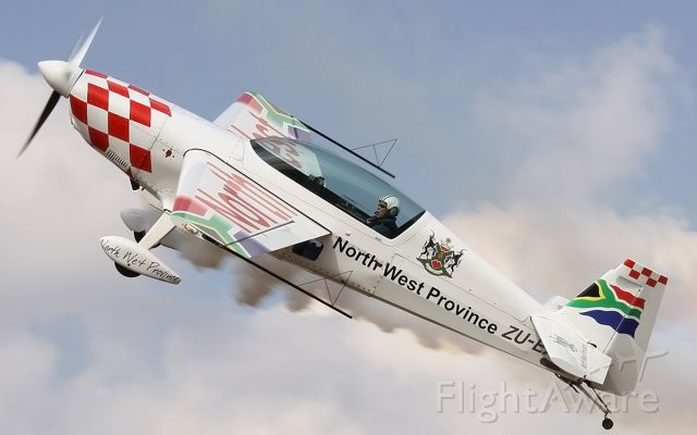 EXTRA EA-300 (ZU-EXT) - Nigel Hopkins on knife edge