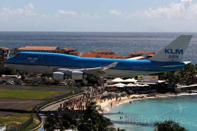 Boeing 747-400 (PH-BFY) - From the Sonesta Hotel